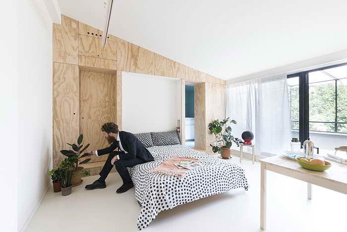 kis lakás rejtett kanapé és ágy