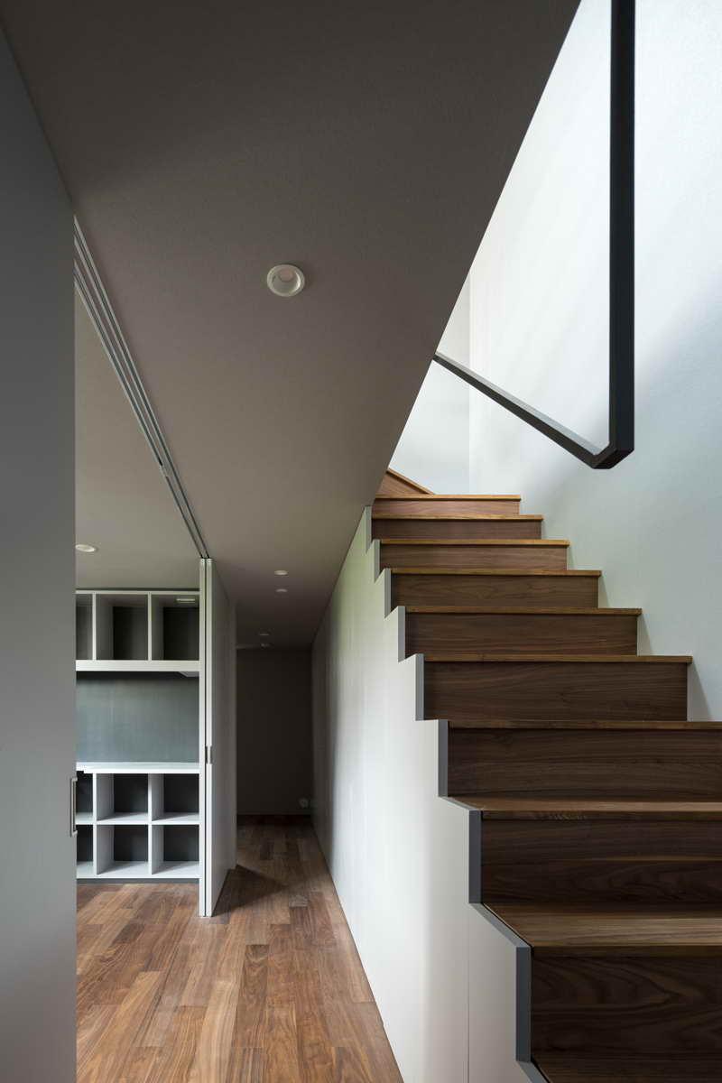 minimál design különböző stílus - nappali szobor lépcső