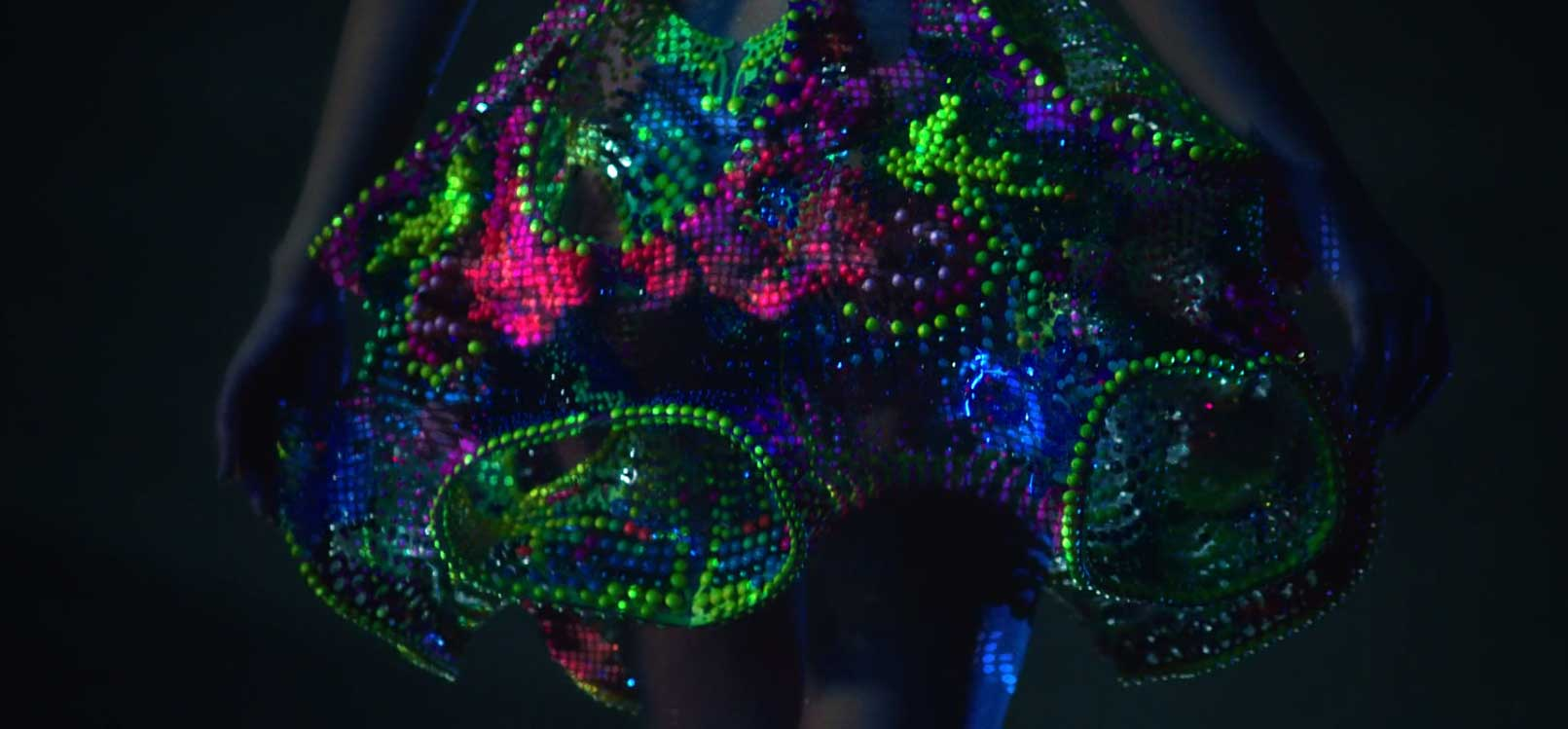 ruha Swarovski kristályokból