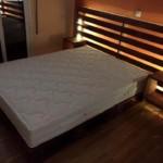 ágy készítés DIY kreatív - raklap ágy rejtett és hangulat világítással