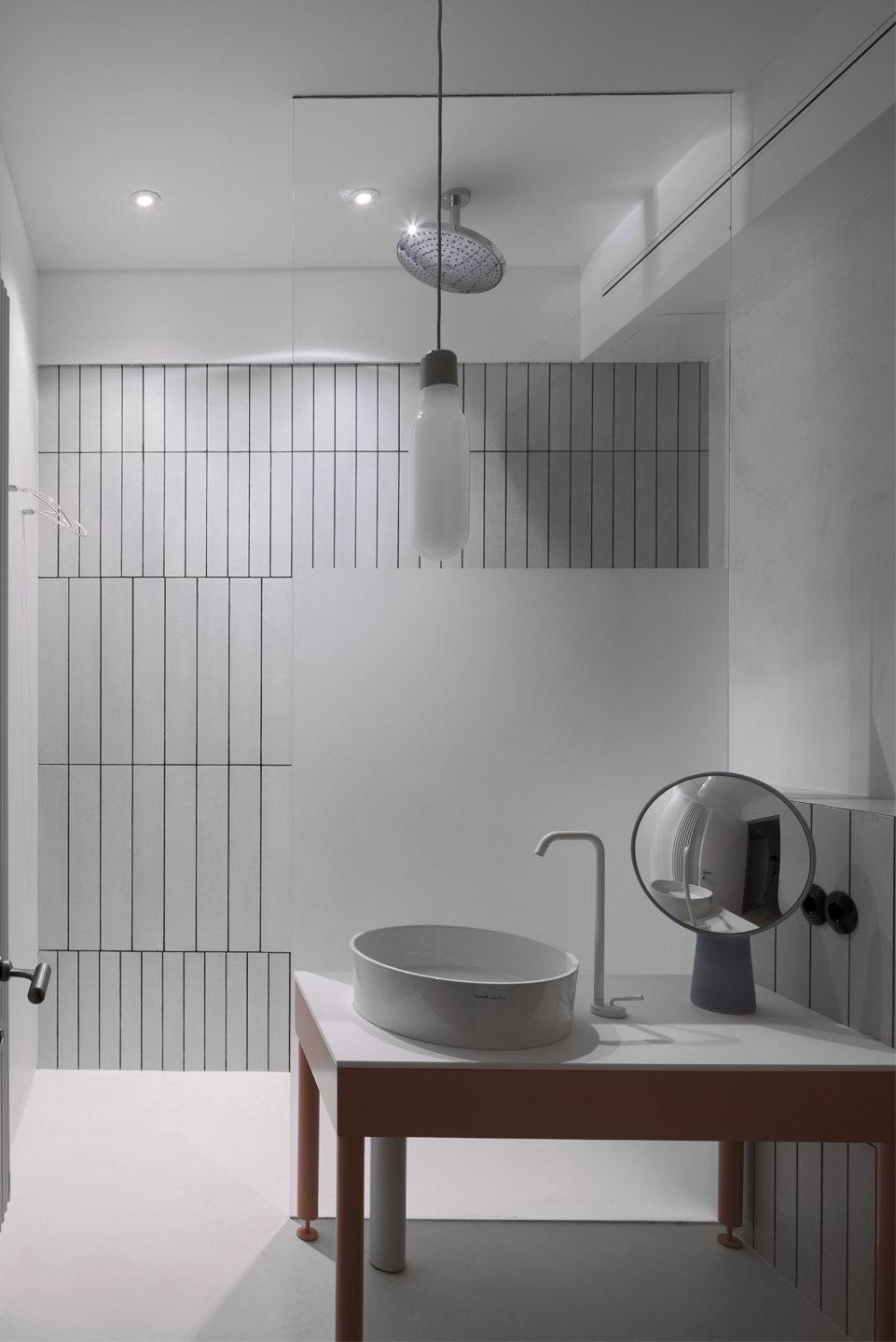 belső kert, színes lakás - fürdő fürdőszoba