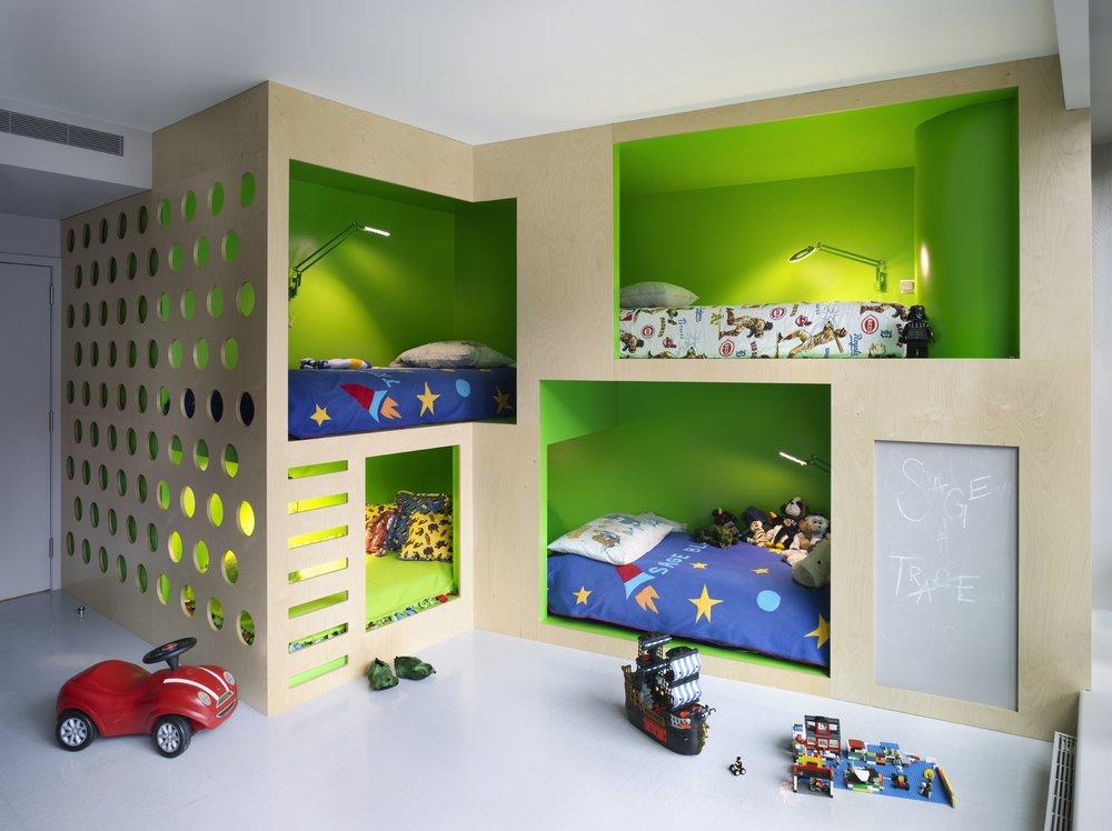 gyerek emeletes ágy - bohém fiú szoba