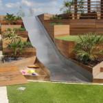 kerti lépcső többszintű terasz és kert - csúszda homokozó