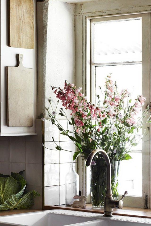 kis konyha ötlet, tipp - függőleges felület kihasználás deszka