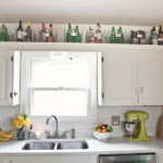 kis konyha tároló ötlet - tárolás a konyha szekrény felett - kosár