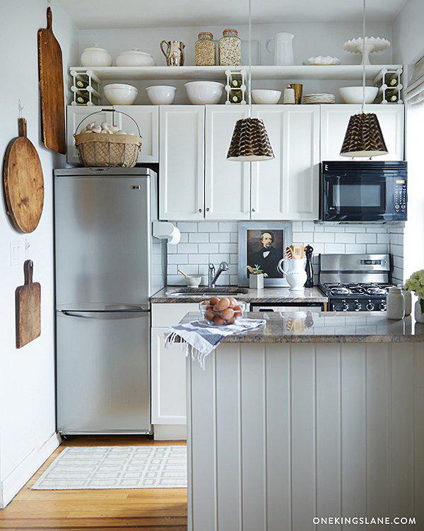 kis konyha tároló ötlet - konyha szekrény teteje bortartó polc