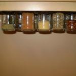 kis konyha tároló ötlet, tipp - mágneses fűszer tároló