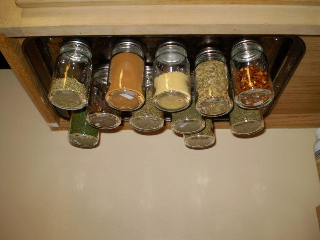 kis konyha ötlet, tipp - mágneses fűszer tároló