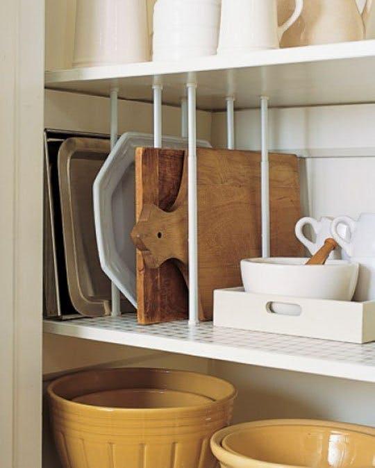kis konyha ötlet, tipp - deszka tálca tároló