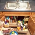 kis konyha tároló ötlet, tipp - mosogató szekrény polcok
