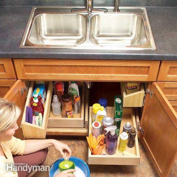 kis konyha ötlet, tipp - mosogató szekrény polcok