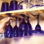 kis konyha tároló ötlet, tipp - függő poharak