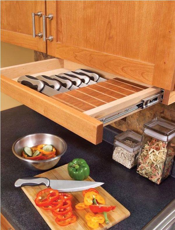 kis konyha tároló ötlet, tipp - polc a konyha szekrény alatt