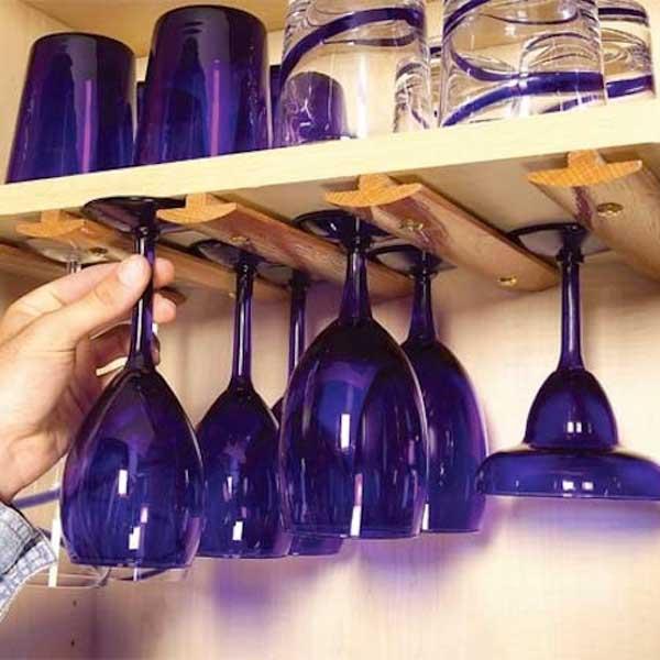 kis konyha ötlet, tipp - függő poharak