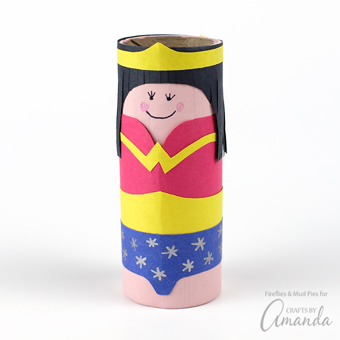 kreatív gyerek ötletek - karton szuperhős wonder woman
