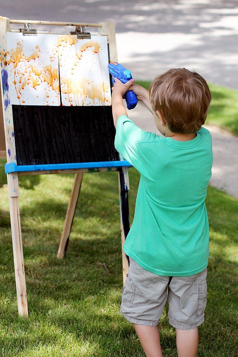 kreatív gyerek ötletek - vízipisztoly művészet