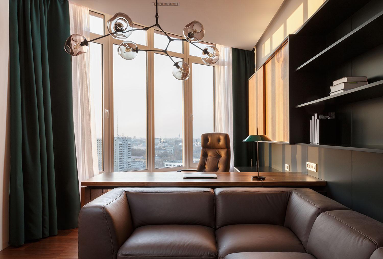 lakás emeletes ház tetején - dolgozó pihenő sarok