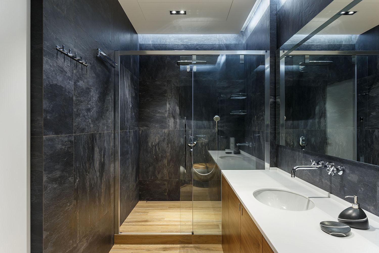 lakás emeletes ház tetején - vendég fürdőszoba épített zuhanyzó