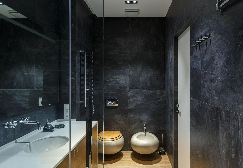 lakás emeletes ház tetején - vendég fürdőszoba