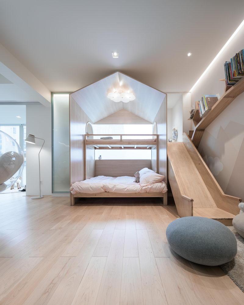 nyugtató színek - lakás gyerek emeletes ágy és csúszda