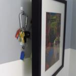rejtekhely - titkos rekesz - kép kulcstartó