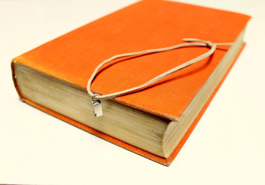 rejtekhely - titkos rekesz - könyv mágnes