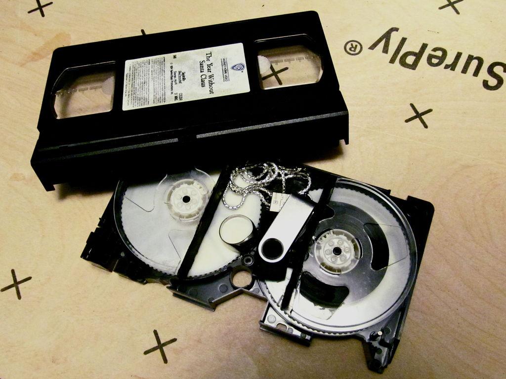 rejtekhely - titkos rekesz - VHS videó-kazetta