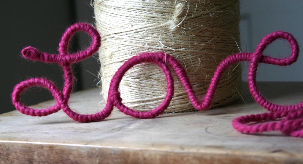 Valentin napi ötlet - szerelmes drót felirat
