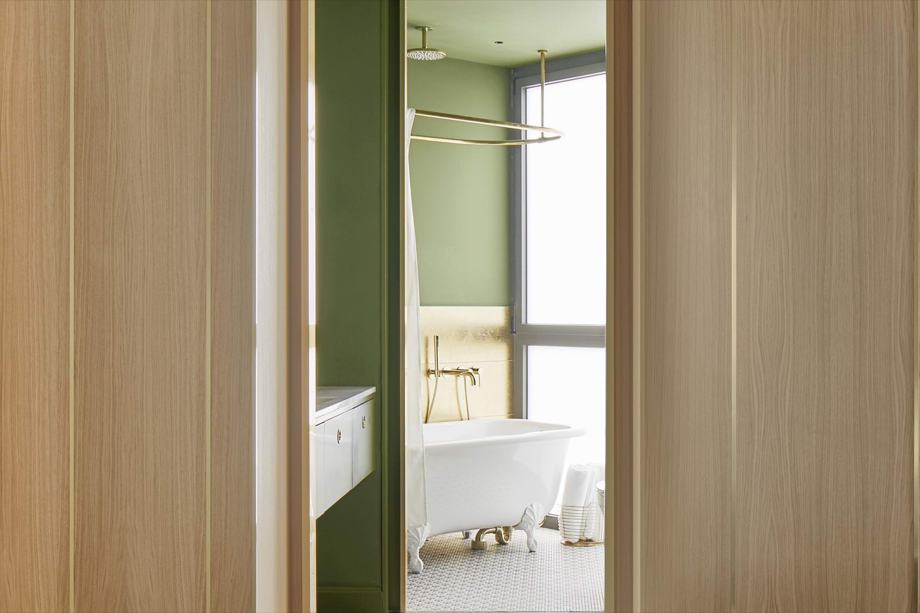 színes luxus lakás zöld fürdőszoba