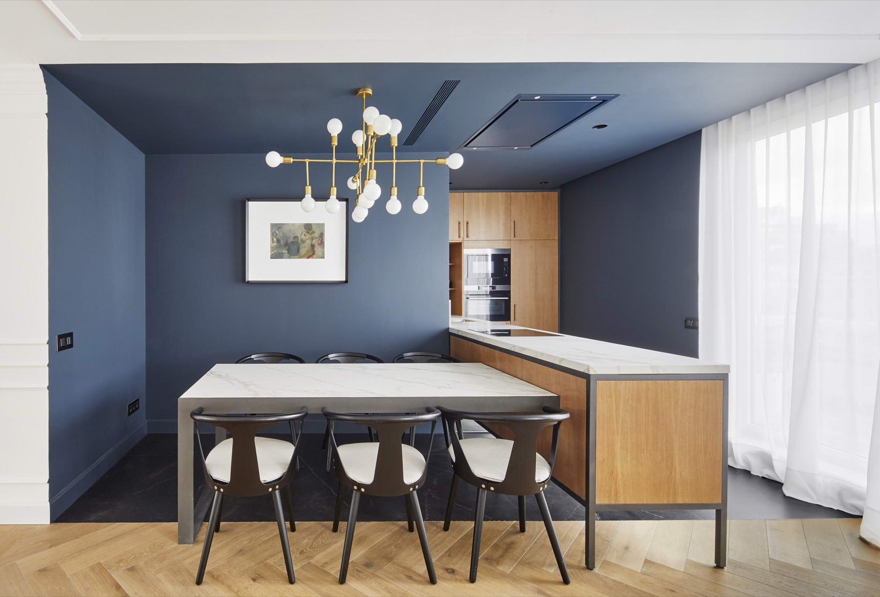 színes luxus lakás kék konyha étkező