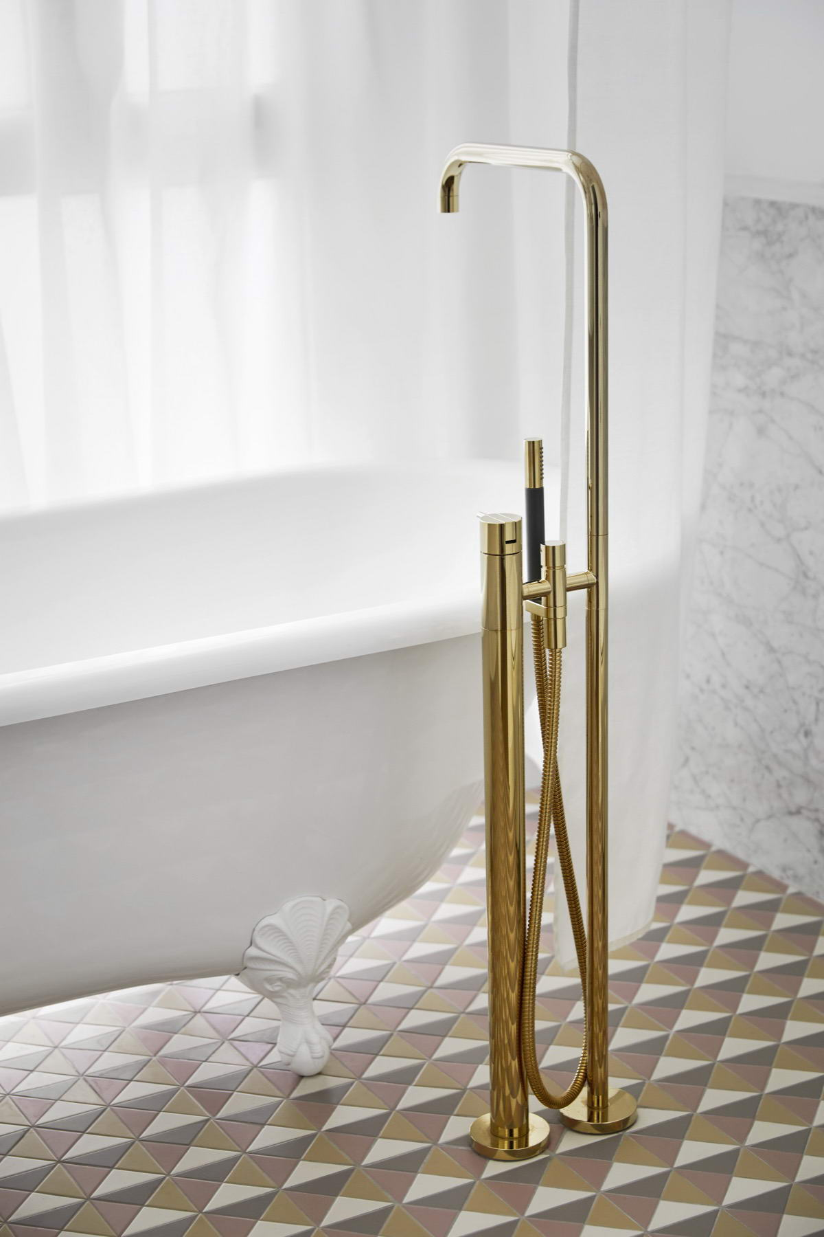 színes luxus lakás vendég fürdőszoba arany díszítés