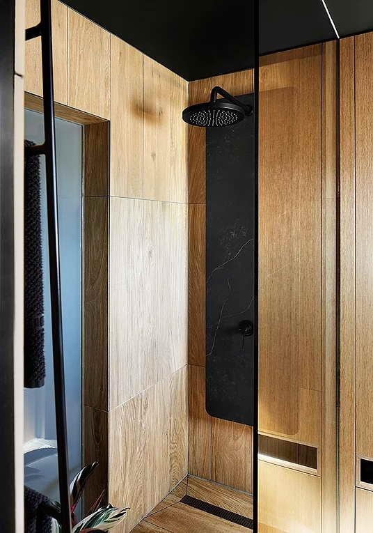 Rejtett dizájn trükkök mni lakásban kis lakásban - fa hatású fürdőszoba
