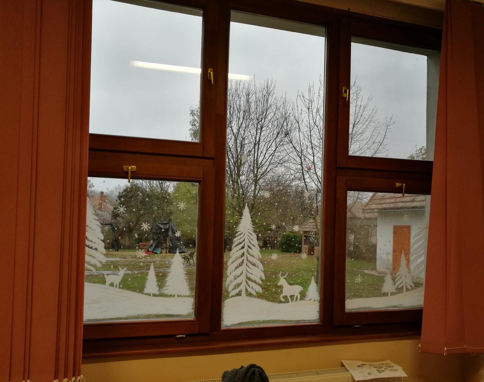 kreatív karácsonyi dekoráció ablak dekoráció