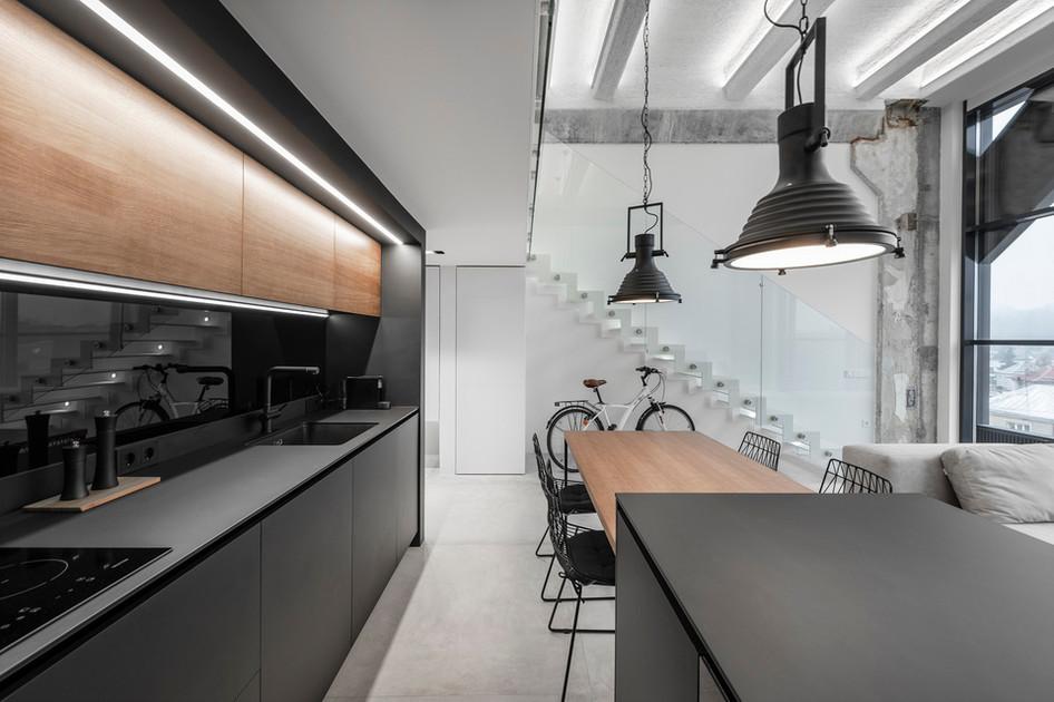 Monokróm Loft lakás fa dekoráció - konyha