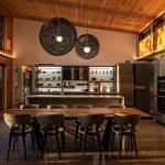 Erdei ház fa, beton és üveg - étkező és konyha