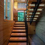 Erdei ház fa, beton és üveg
