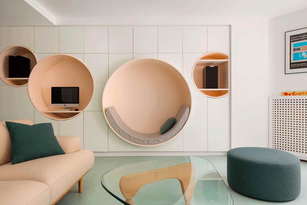 garázsból lakás modern - nappali körfülke pihenősarok