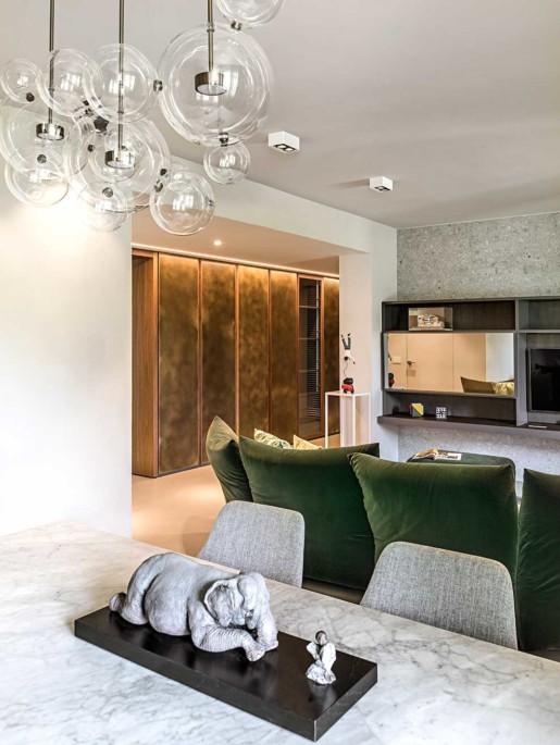 Natrual design lakás nappali márványasztal és csillár
